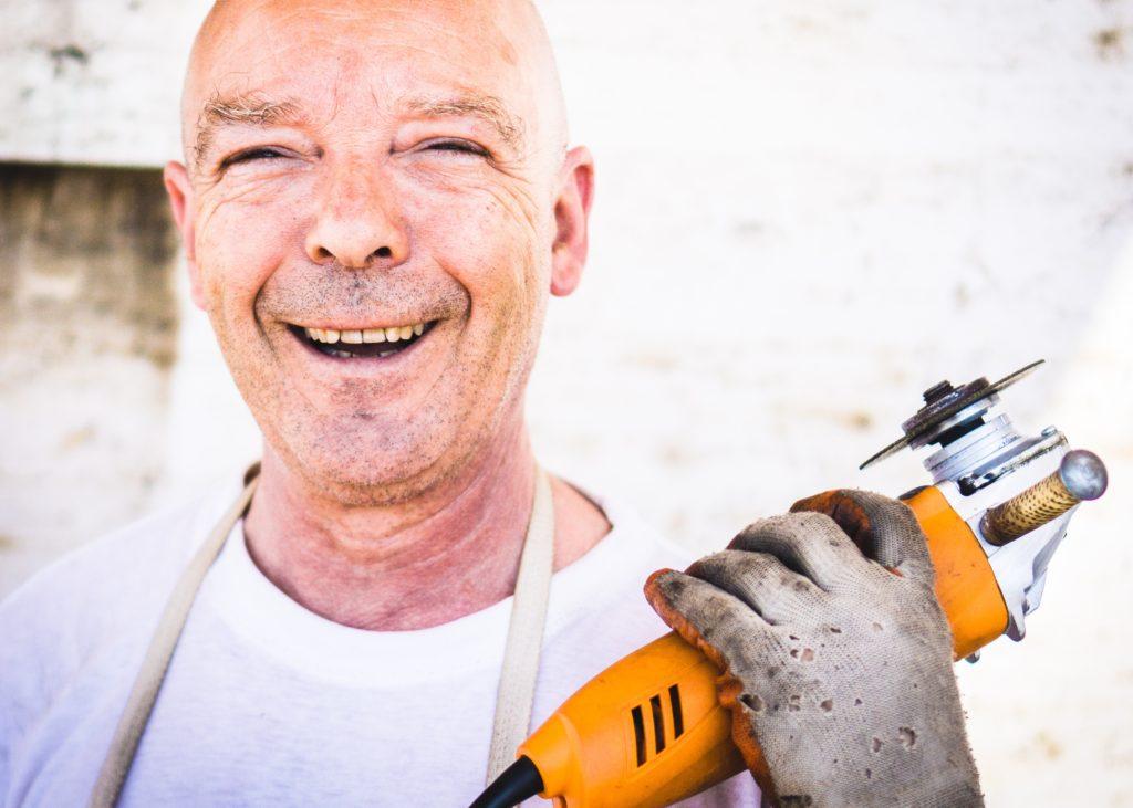 Mann mit Werkzeug